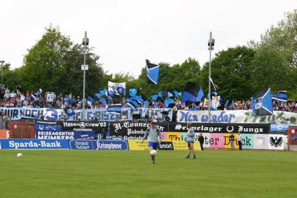 Foto vom letzten Ligaspiel gegen Paderborn im Mai 2005: Nie wieder Preußen, schrieben die Gästefans damals. Und: Nur noch 3 Spiele bis zum Glück...